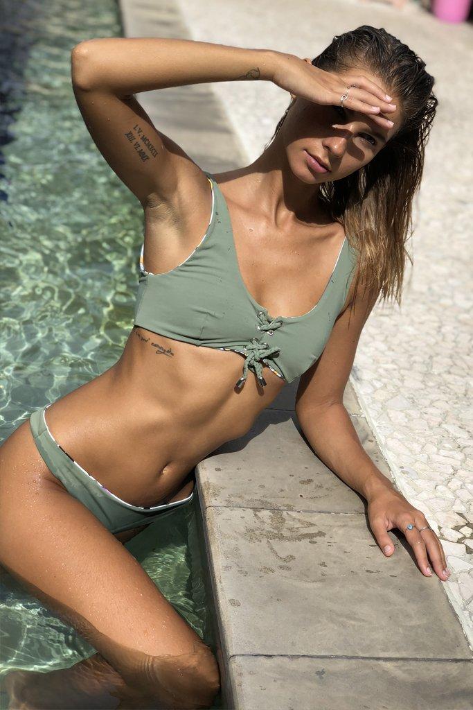 TET bikinitop lace up bikinibroekje carly groen 1