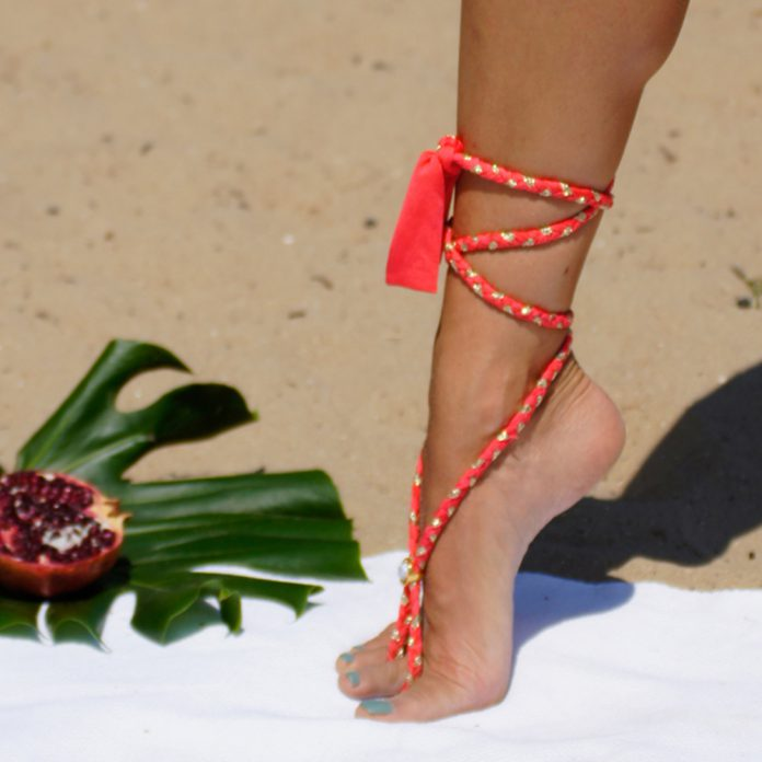 BOHO-bikini's-2019-TrendyZomer_voetsierraad_coral-red